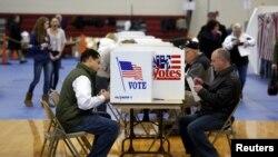 Glasanja u Ajovi i Nju Hempširu donela su različite pobednike i gubitnike