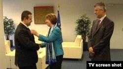 Premijer Srbije Ivica Dačić, visoka predstavnica EU Ketrin Ešton i premijer Kosova Hašim Tači tokom susreta u Briselu, 20.06.2013 (Fonet)