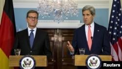 31일 미국 국무부에서 존 케리 미국 국무부 장관(오른쪽)과 귀도 베스테벨레 독일 외무장관이 공동기자회견을 가졌다.