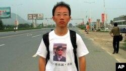 တ႐ုတ္ လူ႔အခြင့္အေရး လႈပ္ရွားသူ Hu Jia။