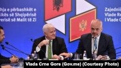 Premijeri Crne Gore i Albanije Duško Marković i Edi Rama tokom zajedničke sednice Vlada dve zemlje u Skadru (Foto: Vlada Crne Gore)