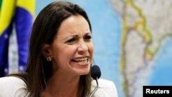 La diputada María Corina Machado también denunció ante el Senado en Brasil la censura y la represión que vive su país. Machado fue invitada al Parlamento Europeo en su calidad de diputada, pese a que fue destituida del cargo.