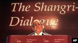 美国国防部长帕内塔在新加坡举行的香格里拉对话会议上发表讲话