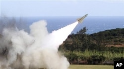 A surface-to-air missile is test fired from Jiupeng military base in Pingtung County, Taiwan, 18 Jan 2011.