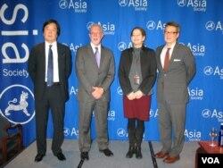 几位亚洲问题专家:从左至右,田中均、埃文斯·维尔、德米克(主持人)、车维德 (方冰拍摄)