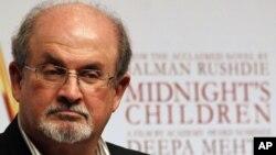 """Salman Rushdie, penulis novel """"The Satanic Verses"""" (Ayat-ayat Setan) yang dinilai menghina Islam. (Foto: Dok)"""