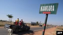Un panneau routier de la ville de Kankara, après que des hommes armés aient enlevé des étudiants de l'école des sciences du gouvernement, à Kankara, dans le nord-ouest de l'État de Katsina, au Nigéria, le 15 décembre 2020.