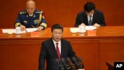 Chủ tịch Trung Quốc Tập Cận Bình đọc bài diễn văn tại buổi lễ đánh dấu kỷ niệm 95 năm ngày thành lập Đảng Cộng sản Trung Quốc tại Đại Lễ đường Nhân dân ở Bắc Kinh, ngày 1 tháng 7 năm 2016.