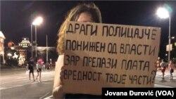 Protes yang berlangsung di Serbia, 12 Juli 2020. (Foto: VOA/Jovana Đurović)