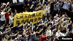 Protesters shout slogans inside Taiwan's legislature in Taipei, March 19, 2014.