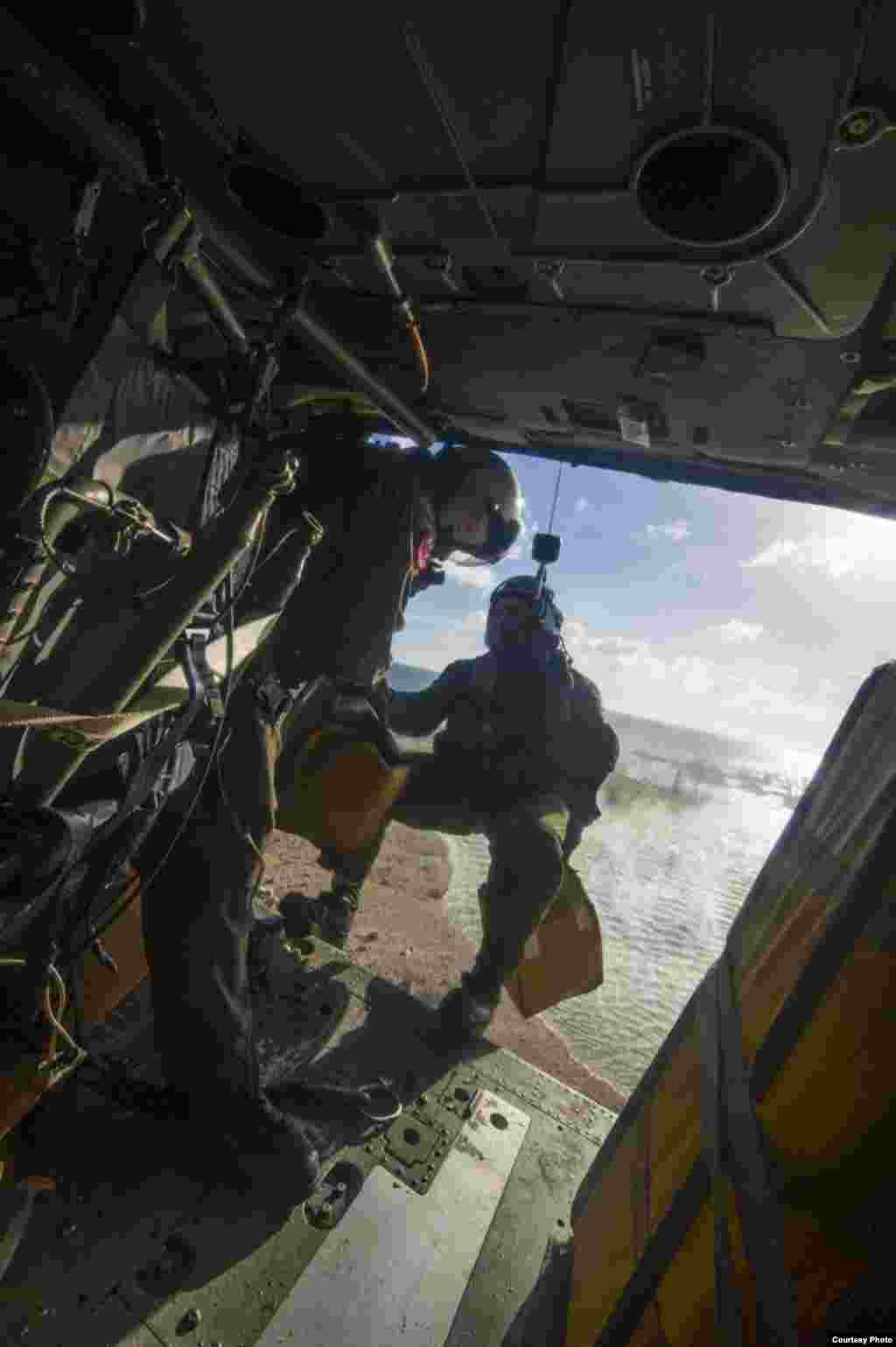 A Naval Aircrewman prepares to drop supplies, Tacloban, Philippines, Nov., 14, 2013. (U.S. Navy)