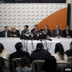 11 anggota kabinet Hariri mengundurkan diri menentang penyelidikan oleh Mahkaman Internasional, Rabu 12 Januari 2011.