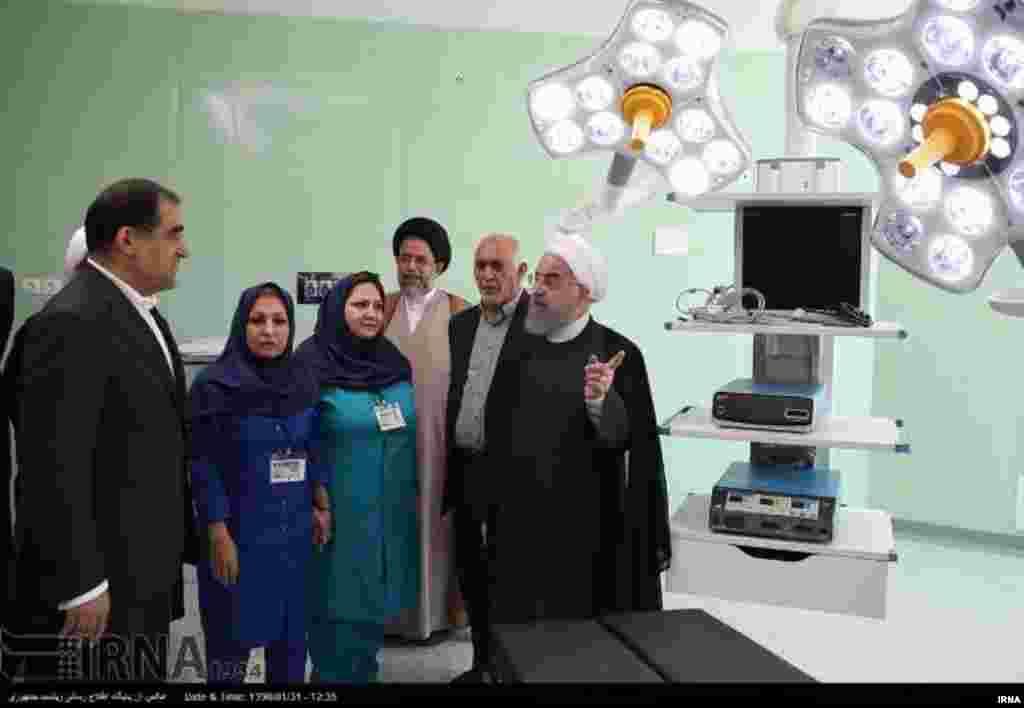 همزمان با انتخابات و پایان دوره ریاست جمهوری روحانی افتتاح و حضور رسانه ای او. افتتاح بیمارستان ٦٠٠ تختخوابی بوعلی سینا در شیراز