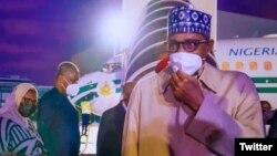 Shugaban Najeriya, Muhammadu Buhari, a lokacin da ya isa birnin Paris (Twitter/ @BashirAhmaad)