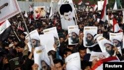 Người ủng hộ giáo sĩ Shia Moqtada al-Sadr xuống đường biểu tình tại thủ đô Baghdad để phản đối vụ Ả Rập Xê út xử tử giáo sĩ Shia Nimr al-Nimr, ngày 4/1/2016.