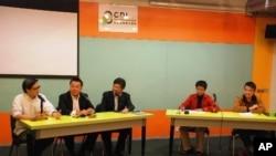 三名資訊科技界選舉委員會參選人(左一至三)出席座談會,討論政綱