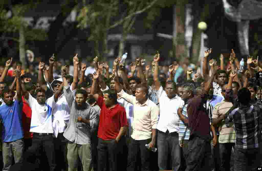 马尔代夫反对派支持者2月7日在首都马累的共和广场举行抗议活动