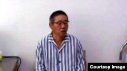 '조선신보'가 12일 북한에서 억류된 한국계 미국인 케네스 배 씨가 건강 악화로 외국인 전용병원인 평양친선병원에 입원해 있다며 인터뷰 영상을 웹사이트에 실었다. 사진은 인터뷰 영상의 한 장면.