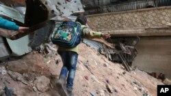 سازمان ملل متحد می گوید صدها هزار نفر در سوریه به شدت به کمک های اولیه نیاز دارند.