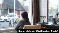 صفورا در خانه دخترش در هلند.