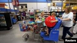 2015年,美国阿肯色州一家沃尔玛商店。(资料照片)