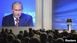 ຝ່າຍຄ້ານຣັດເຊຍ ພາກັນເລືອກເອົາຄະນະນຳພາໃຫ້ເປັນຂະບວນ ການທີ່ແໜ້ນໜາກວ່າເກົ່າ ຕໍ່ຕ້ານປະທານາທິບໍດີ Vladimir Putin.