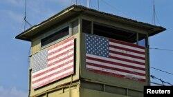 Hiện nay có 166 tù nhân tại Guantanamo; hầu hết bị bắt trong cuộc chiến tranh chống khủng bố của Hoa Kỳ sau khi xảy ra vụ 11 tháng 9 năm 2001