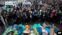 2014年2月20日,在乌克兰首都基辅的独立广场,反政府抗议人群哀悼在和警察冲突中死亡的抗议人士。