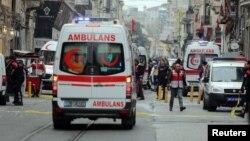 Polisi mengamankan lokasi pasca pemboman bunuh diri di Istanbul, 19 Maret lalu (foto: dok). ISIS mengaku di balik serangan bom bunuh diri ini yang menewaskan sedikitnya 4 warga asing.