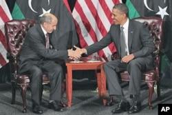 Le président Obama (à dr.) a rencontré le chef du CNT libyen, Mustafa Abdel Jalil, le mardi 20 septembre, à l'ONU