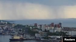 俄羅斯符拉迪沃斯托克(海參崴)港口的一個碼頭。