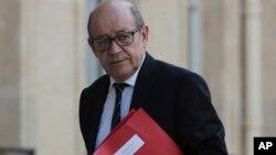 Le ministre de la défense Jean-Yves Le Drian lors d'une réunion d'urgence à Paris, le 7 avril 2017.
