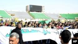 埃及民眾抗議球賽騷亂事件。