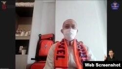Salah satu Jemaah umrah Nana Sujana Gaid dalam telekonferensi pers Rabu (11/11) menyebut pelaksanaan ibadah umrah di masa pandemi dilakukan dengan protokol kesehatan yang ketat (Foto: VOA)