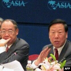 讨论会的两位共同主持人钱复(左)和戴相龙(右)