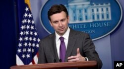 白宮發言人歐內斯特星期五在新聞發布會上。