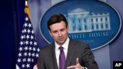 Juru bicara Gedung Putih Josh Earnest menjawab pertanyaan seputar laporan senat mengenai penyiksaan yang dilakukan CIA dalam melakukan interogasi, di Gedung Putih (10/12/2014)