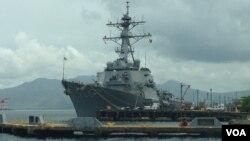 Khu trục hạm USS John S. McCain trong Vịnh Subic, Philippines, 26/6/14