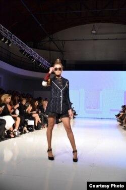Koleksi pakaian Rinda Salmun dipamerkan di Los Angeles Fashion Week (foto/dok: Rinda Salmun)
