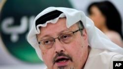Le journaliste saoudien Jamal Khashoggi lors d'une conférence de presse à Manama, au Bahreïn, le 15 décembre 2014. (Photo AP / Hasan Jamali, File)