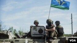 نیروهای اوکراین در اسلوویانسک در شرق اوکراین، ۱۰ ژوئیه ۲۰۱۴