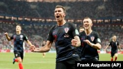 Mario Mandzukic mừng bàn thắng thứ hai trong trận bán kết hạ đội Anh tại World Cup 2018, ngày 11/7/2018.