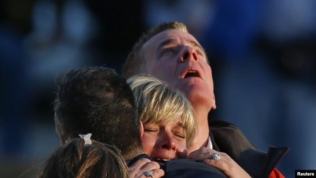 La alegría y agradecimiento de los sobrevivientes y el dolor y la agonía de los familiares de las víctimas, escenas impactantes en Newtown.