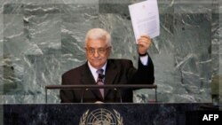 Palestinski predsednik Mahmud Abas u Generalnoj skupštini Ujedinjenih nacija sa kopijom zahteva za prijem Palestine u Svetsku organizaciju