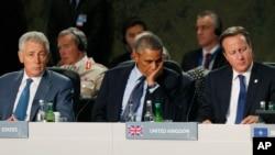 Amerika Mudofaa vaziri Chak Xeygl, prezident Barak Obama, Britaniya Bosh vaziri Deyvid Kameron NATO sammitida.
