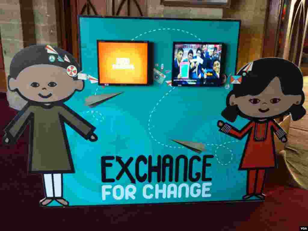 پاکستان و بھارت کے طلبا کے ویڈیو پیغامات کو نمائش میں عوام کیلئے پیش کیا گیا ہے