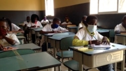 Angola Malanje escola mascara