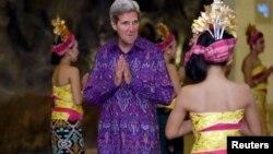 美国国务卿克里在印尼参加亚太经合组织会议