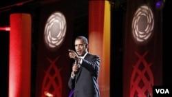 Presiden Obama dalam KTT APEC di Honolulu, Minggu malam (13/11).