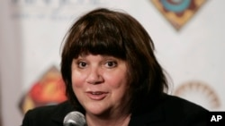 Musican Linda Ronstadt smiles during a news conference in San Jose, Calif., May 5, 2009.